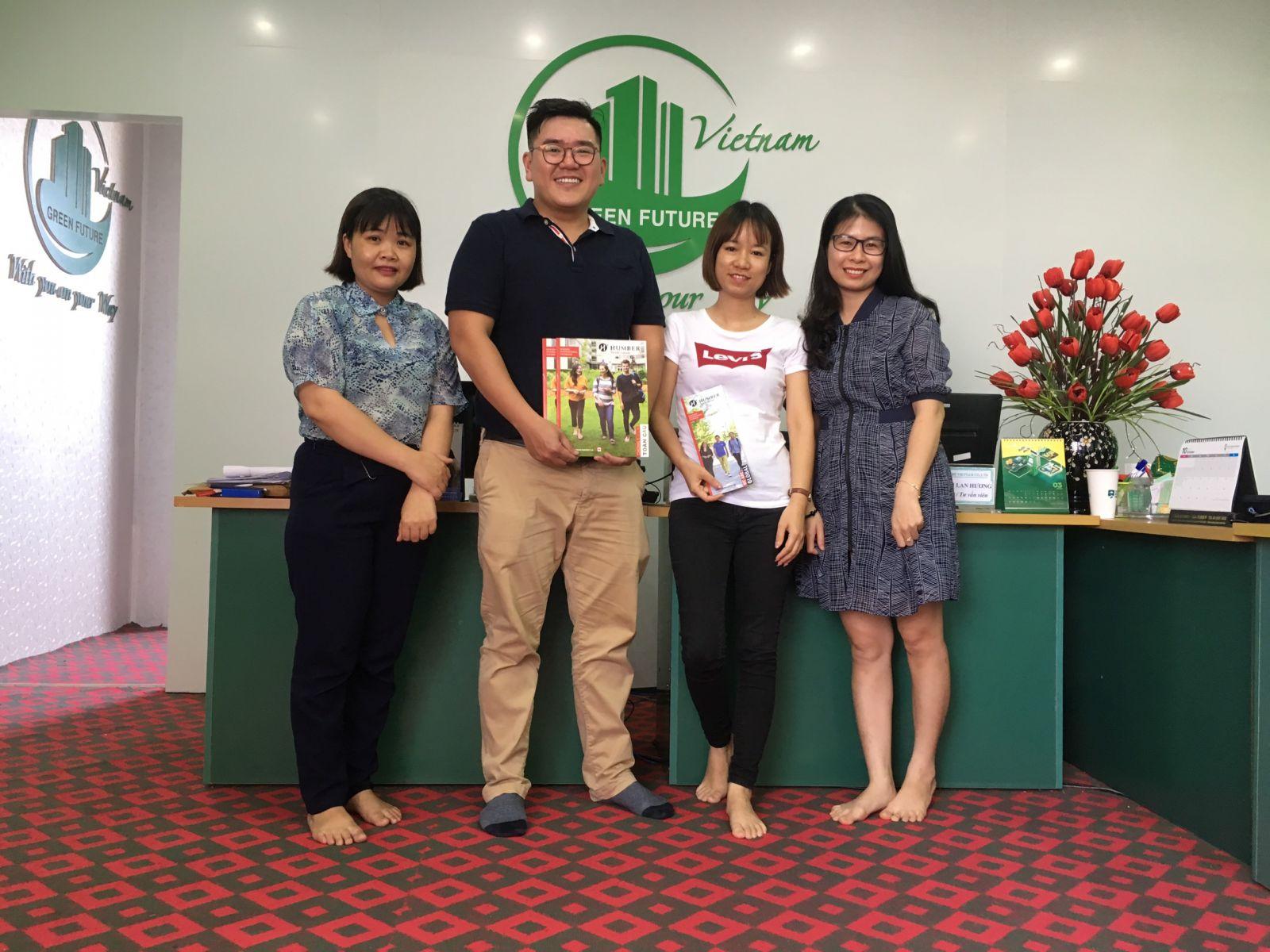 Các Trường học/ Đối tác đến thăm Văn phòng